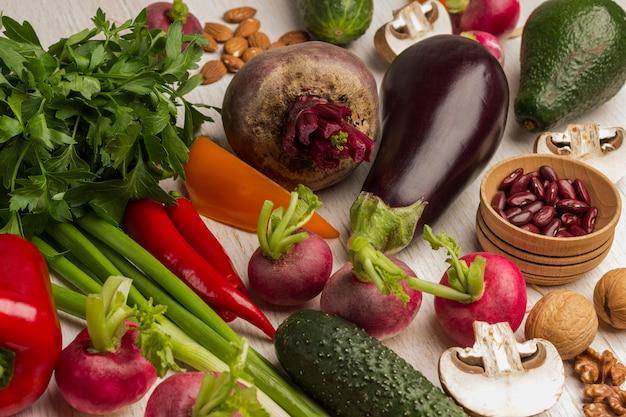 バランスの取れた製品野菜、ナッツのセット。 Premium写真