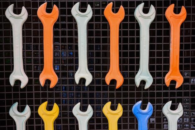 Набор разноцветных ключей Premium Фотографии