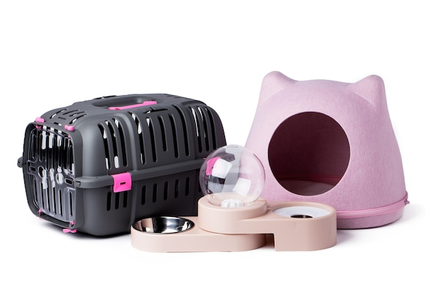 白で隔離される子猫のためのペット用品のセット Premium写真