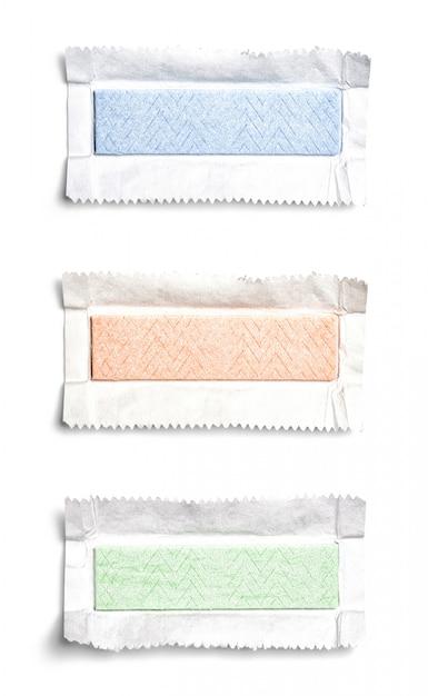 Набор вид сверху развернутых жевательных резинок Premium Фотографии
