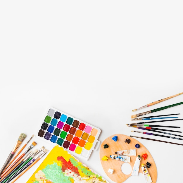 Set of painting supplies Free Photo