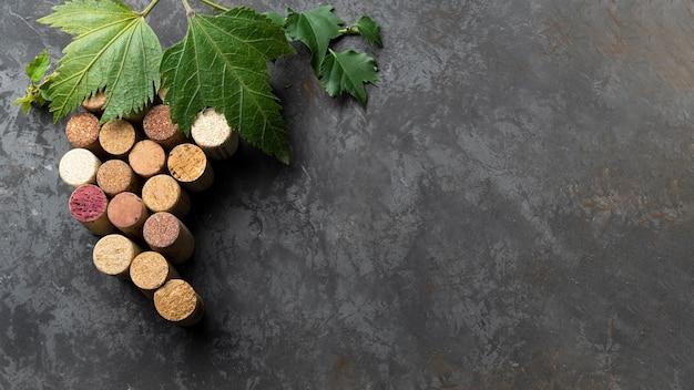 Set di tappi per vino con spazio di copia Foto Gratuite