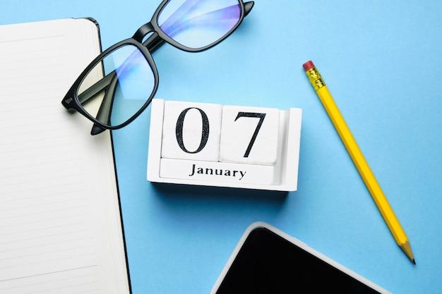 Seventh day of winter month calendar january. Premium Photo