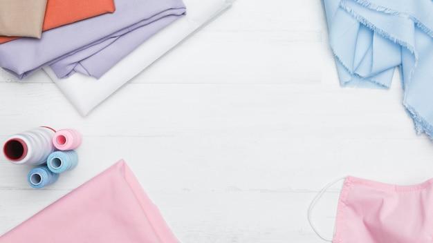 Набор для шитья маски из розовой ткани copy space Бесплатные Фотографии
