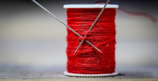 Швейные нитки красные иглы Бесплатные Фотографии
