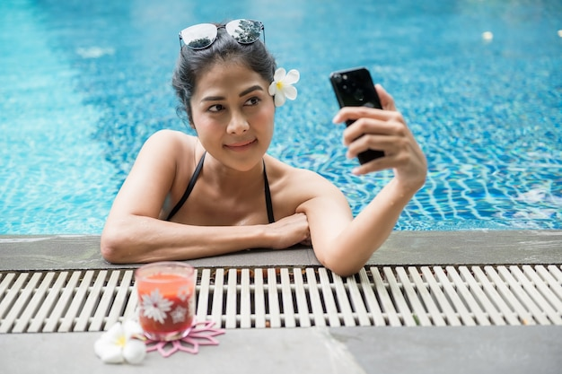 Sexy asian woman selfie at swimming pool Premium Photo