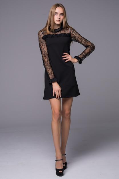 Сексуальная девушка в черном коротком кружевном платье Бесплатные Фотографии