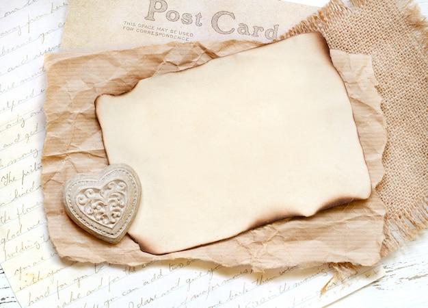 Потертая шикарная открытка на день святого валентина Premium Фотографии