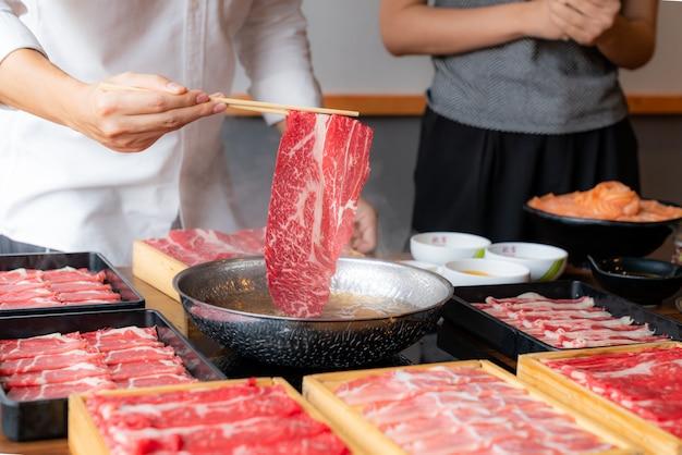Shabu shabu cooking Premium Photo