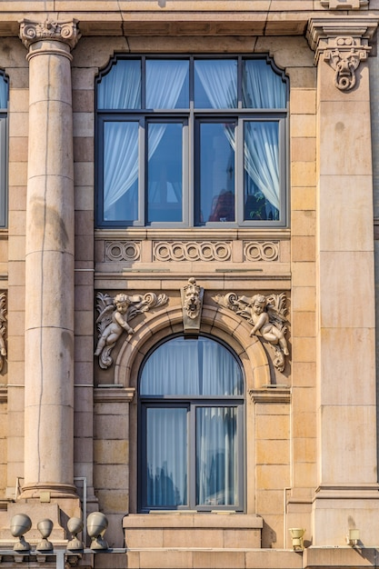 상하이 외탄 유럽식 건물 문과 창문 프리미엄 사진