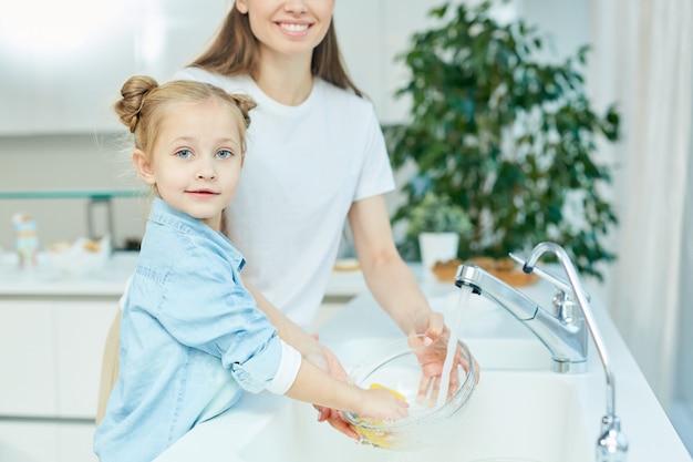 Sharing chores Free Photo