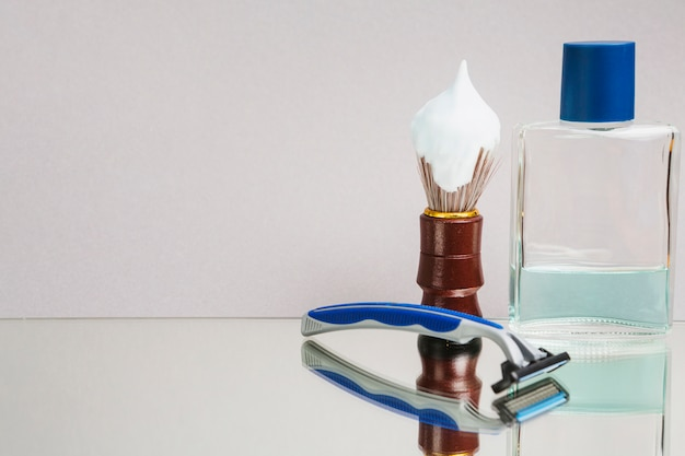 Shaving equipment copy space background Free Photo