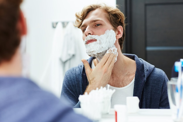 Shaving procedure Free Photo