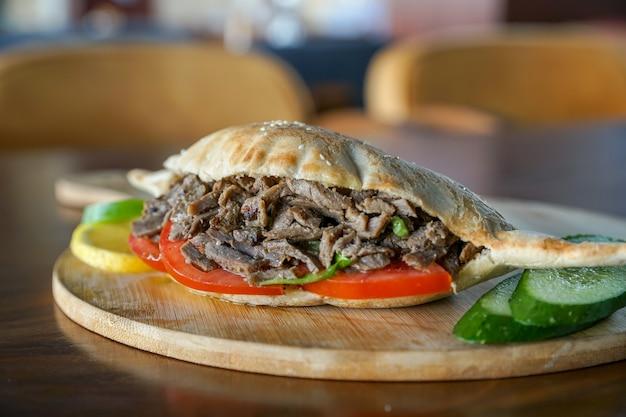 Shawrma sandwich, iraqi bread, samoon,  egyptian cuisine, middle eastern food, arabian mezza, arabian cuisine, arabian food Premium Photo