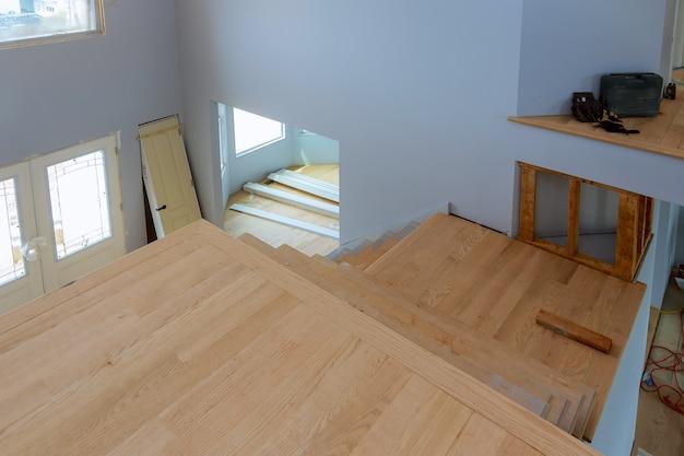 新しい住宅建設の未完成のアパートインテリアsheetrock Premium写真