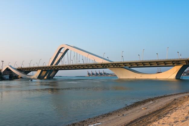 シェイクザイード橋、アブダビ、アラブ首長国連邦 Premium写真