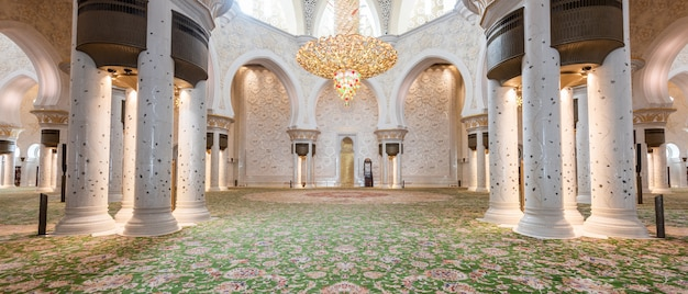 Sheikh zayed grand mosque from abu dhabi Premium Photo