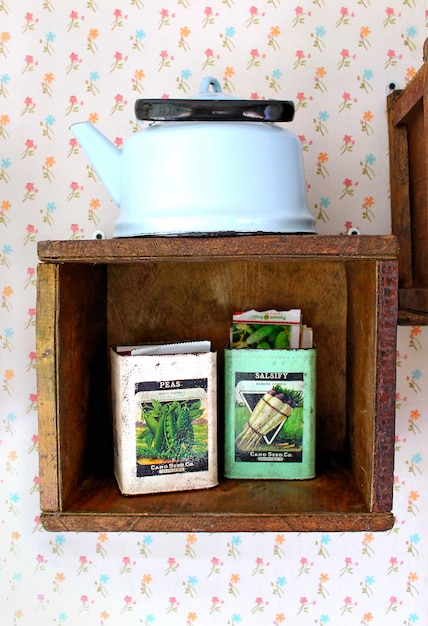 Shelf teapot seeds Premium Photo