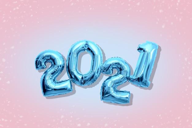 빛나는 숫자 2021, 새 해 복 많이 받으세요 개념 Flat Lay Pastel Shades. 프리미엄 사진