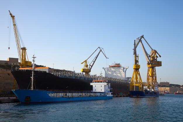 Nave in drydock Foto Gratuite