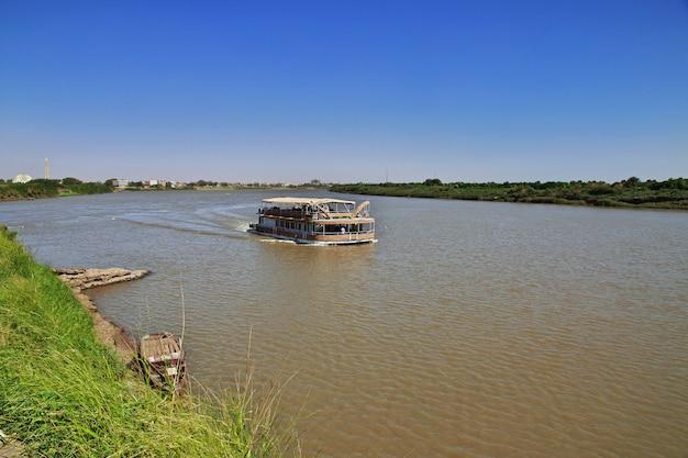 The ship on nile river, khartoum, sudan Premium Photo