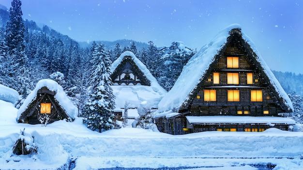 冬の白川郷村。 無料写真