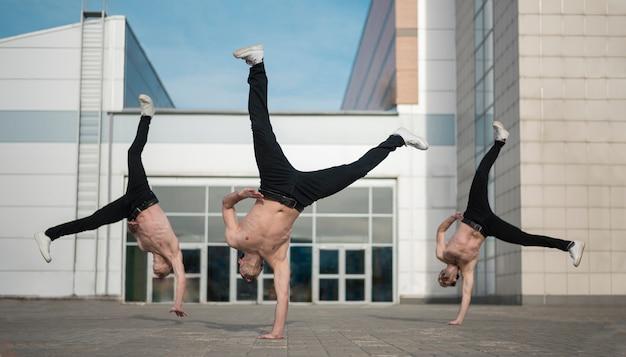Танцоры без рубашки хип-хоп вне Бесплатные Фотографии