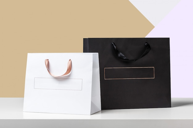 Shopping bag on wooden table Premium Photo