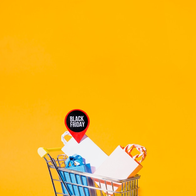 Shopping cart with packets Free Photo