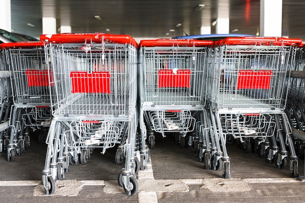 Shopping carts outside the supermarket Free Photo