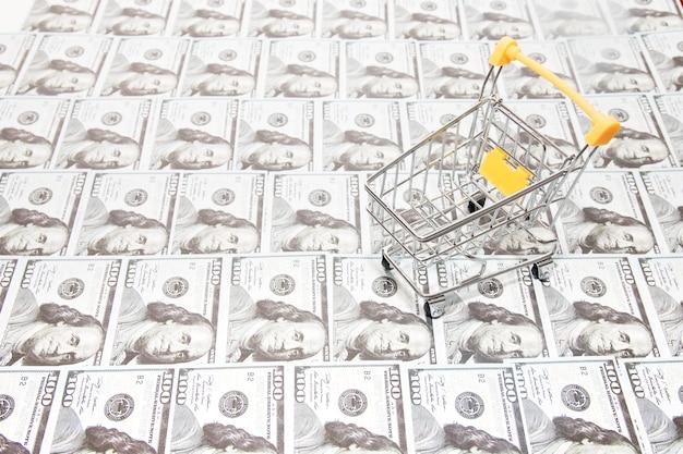달러의 배경에 쇼핑 트롤리 프리미엄 사진
