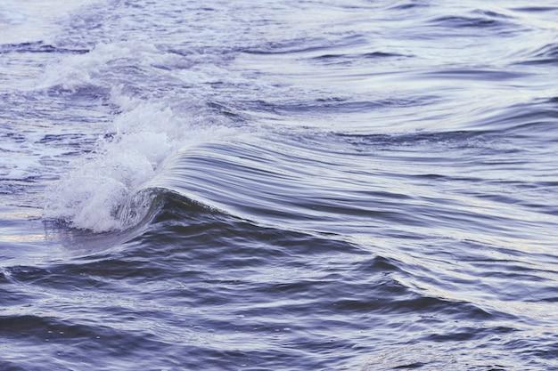 海の美しい波のショット 無料写真