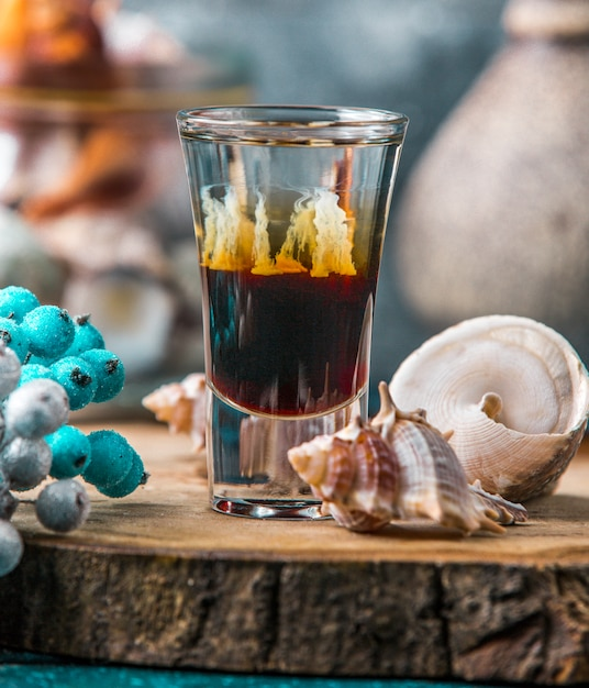 Shot of ombre drink decorated with shells Free Photo