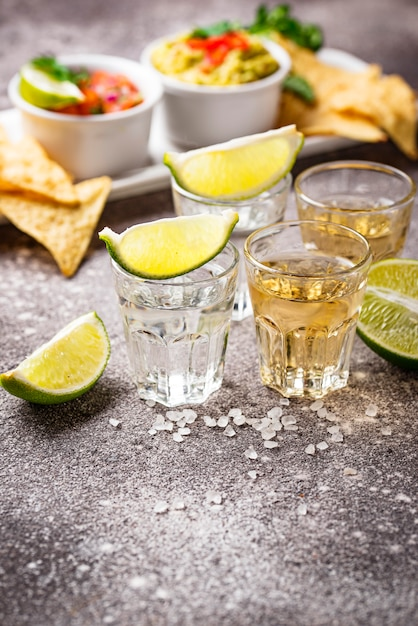 Shots of silver and gold tequila Premium Photo