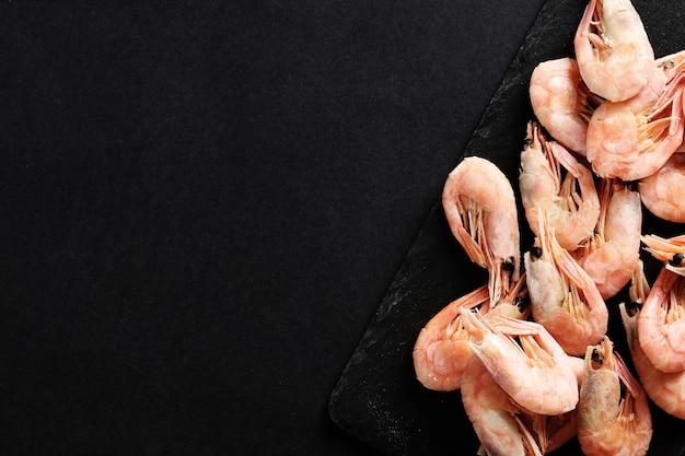 Креветки на темном Бесплатные Фотографии