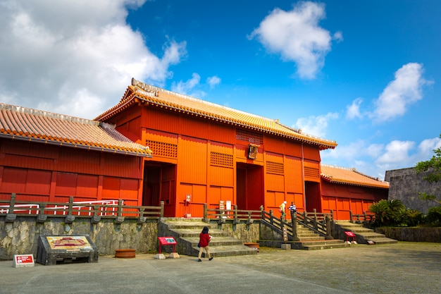 Shureimon gate in shuri castle in okinawa, japan. Premium Photo