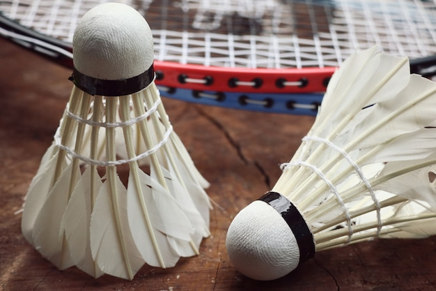 Shuttlecocks with badminton racket Premium Photo