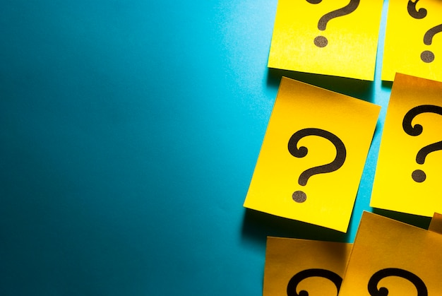 Side border of red cards with question marks Premium Photo