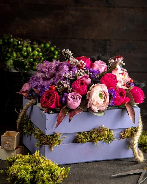 Смешанная цветочная композиция side vieq Бесплатные Фотографии