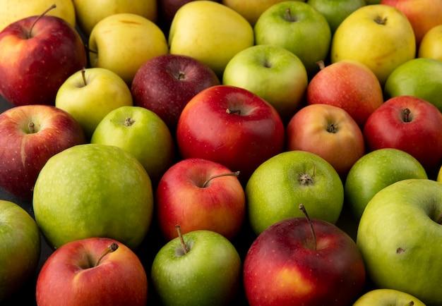 Вид сбоку яблочный микс зеленые желтые и красные яблоки фон Бесплатные Фотографии