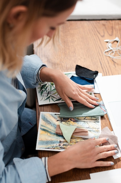 Side view of artist working at desk Free Photo