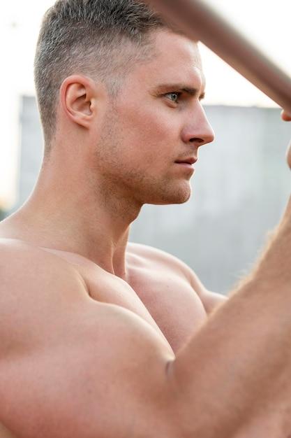 Side view athletic man training shirtless Free Photo