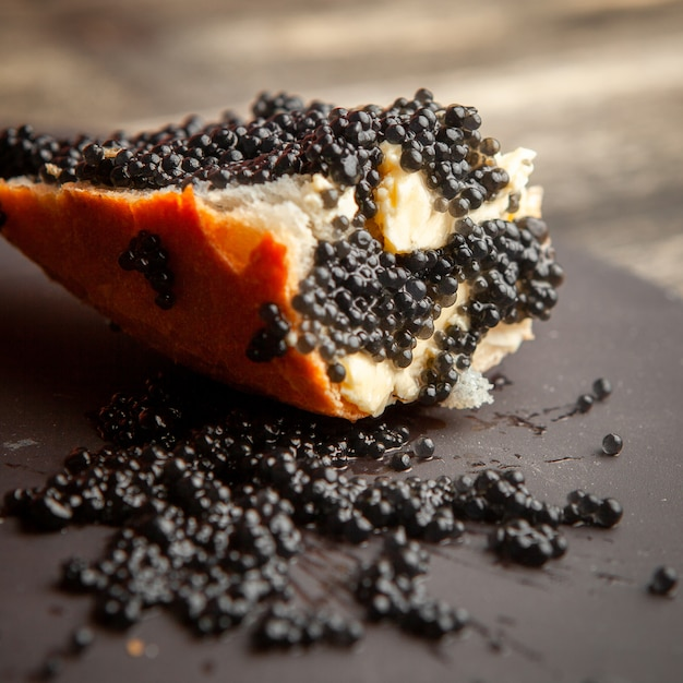 side-view-black-caviar-bread-dark-background_176474-3854.jpg (626×626)