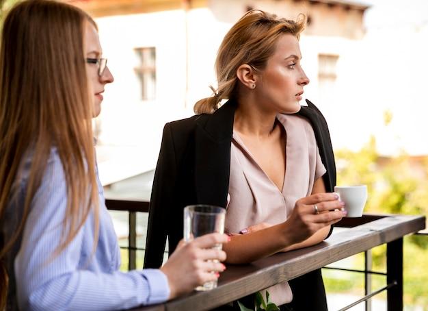 Side view business employees on coffee break Free Photo