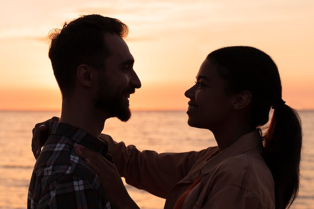 Side view couple looking at each other at sunset Free Photo
