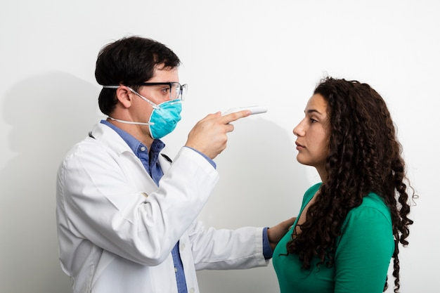 Side view doctor examining woman Free Photo