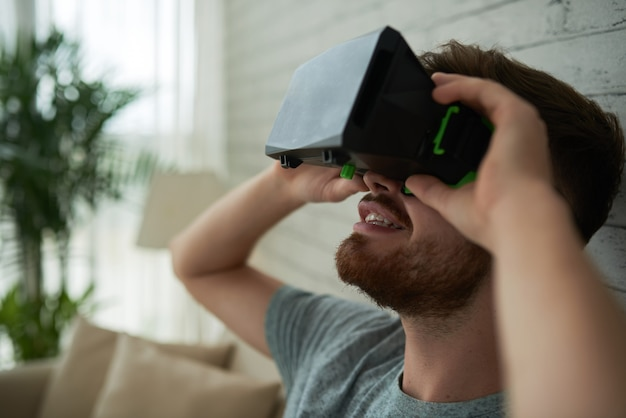 Side view of a face of man amazed by virtual reality Free Photo