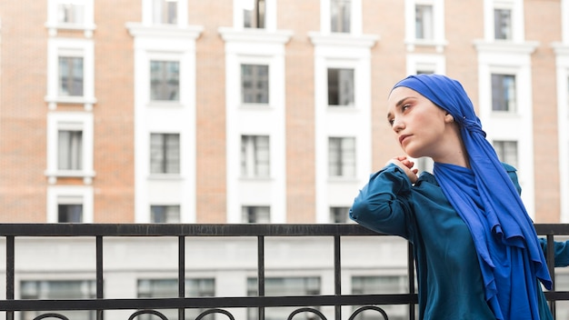 Side view girl wearing a hijab with copy space Free Photo