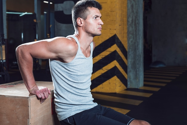 Side view of a man doing workout in fitness club Free Photo
