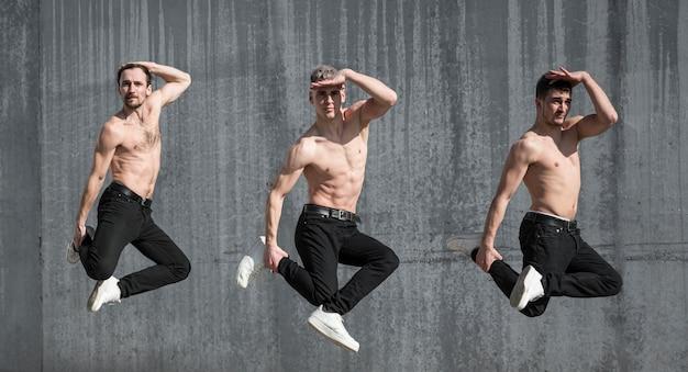 Вид сбоку без рубашки хип-хоп танцоров позирует во время танца Бесплатные Фотографии